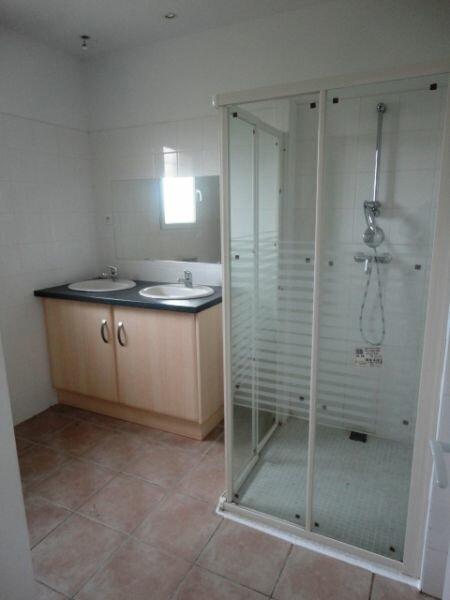 Maison à louer 4 100m2 à Pouydraguin vignette-5