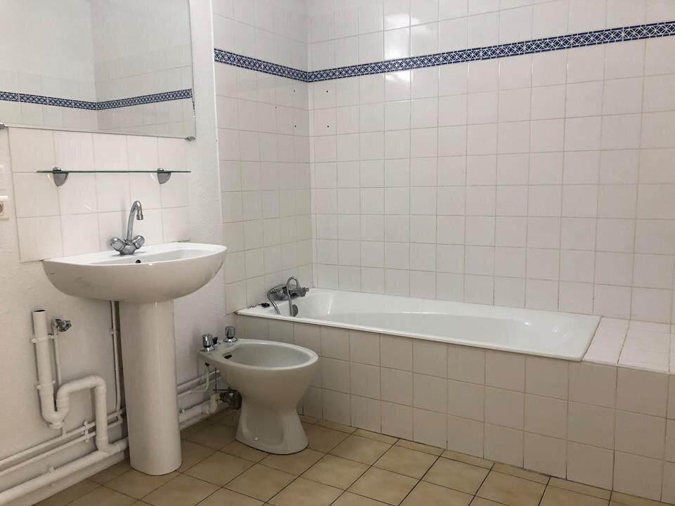 Appartement à louer 3 110m2 à Aire-sur-l'Adour vignette-6