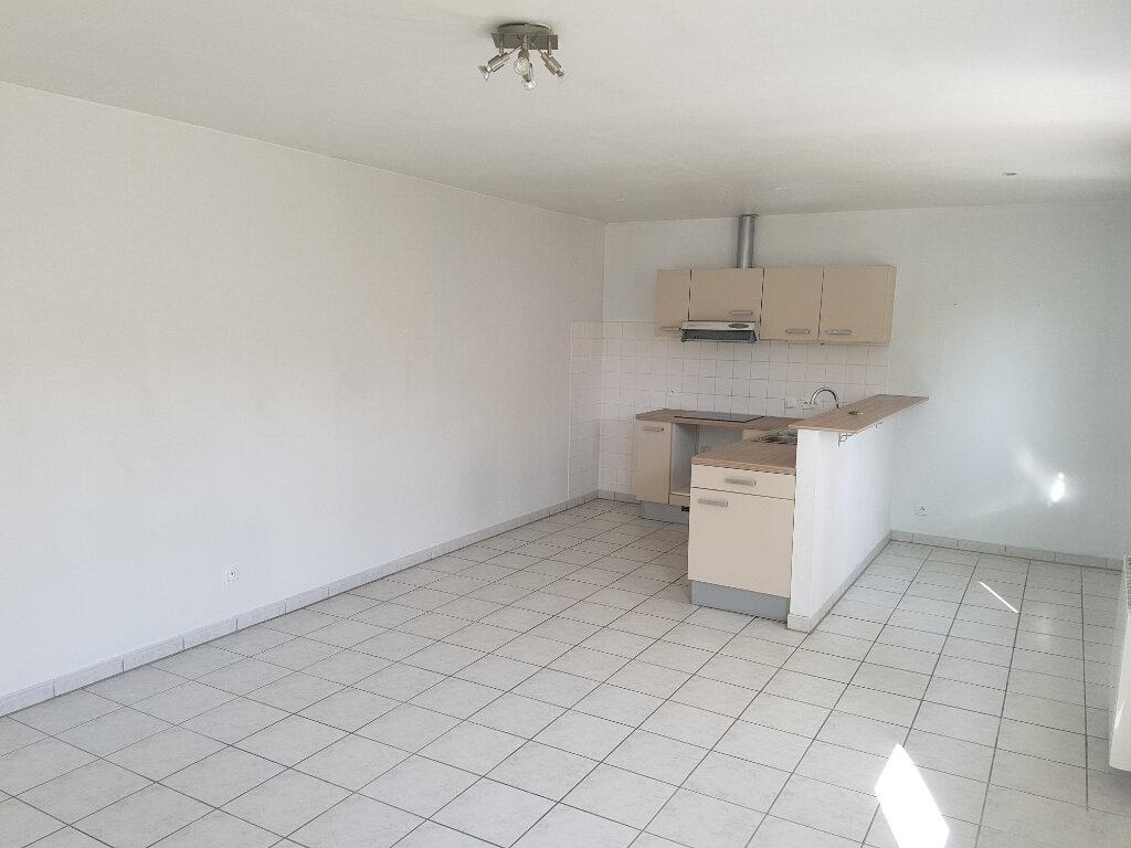 Appartement à louer 2 65m2 à Viella vignette-1