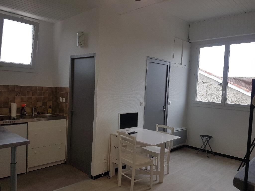 Appartement à louer 1 23m2 à Aire-sur-l'Adour vignette-3