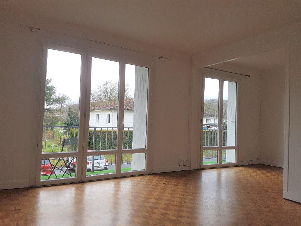Appartement à louer 3 81m2 à Aire-sur-l'Adour vignette-2