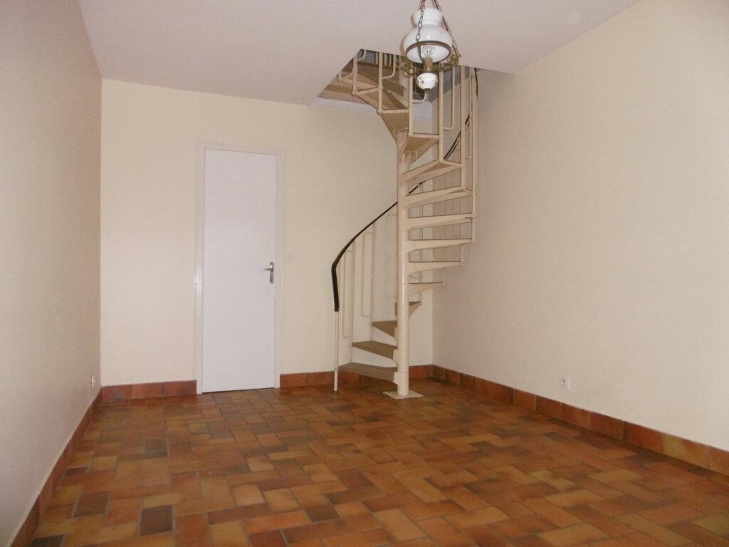 Appartement à louer 2 42m2 à Saint-Benoît-sur-Loire vignette-3