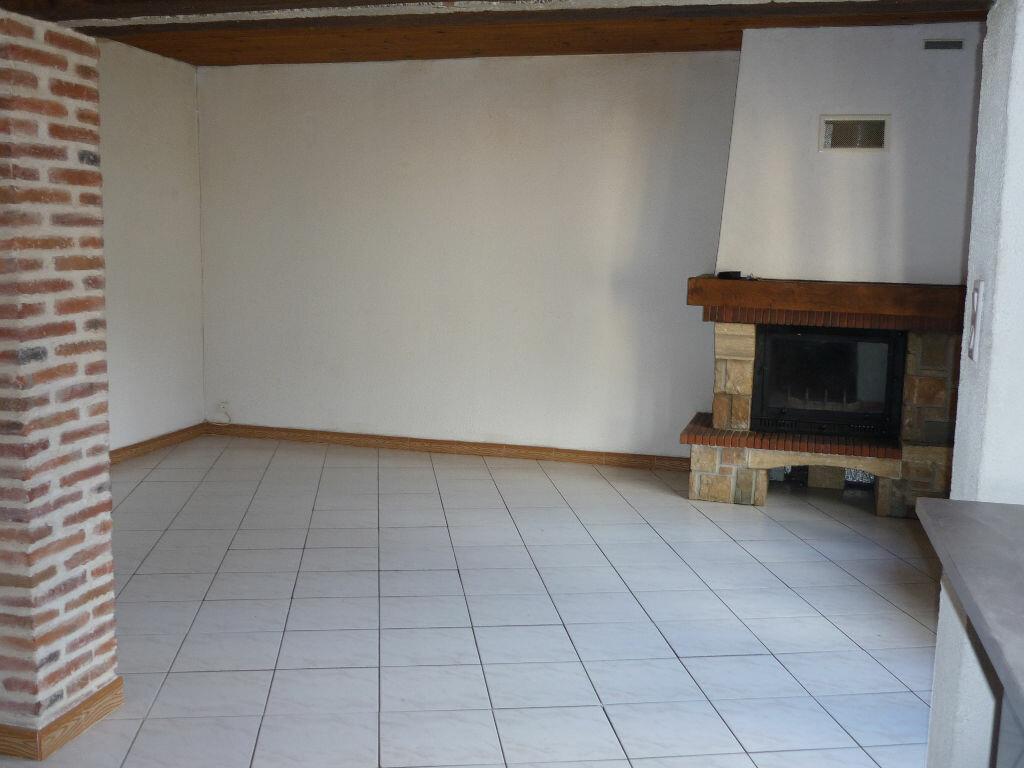 Maison à louer 3 60m2 à Guilly vignette-1