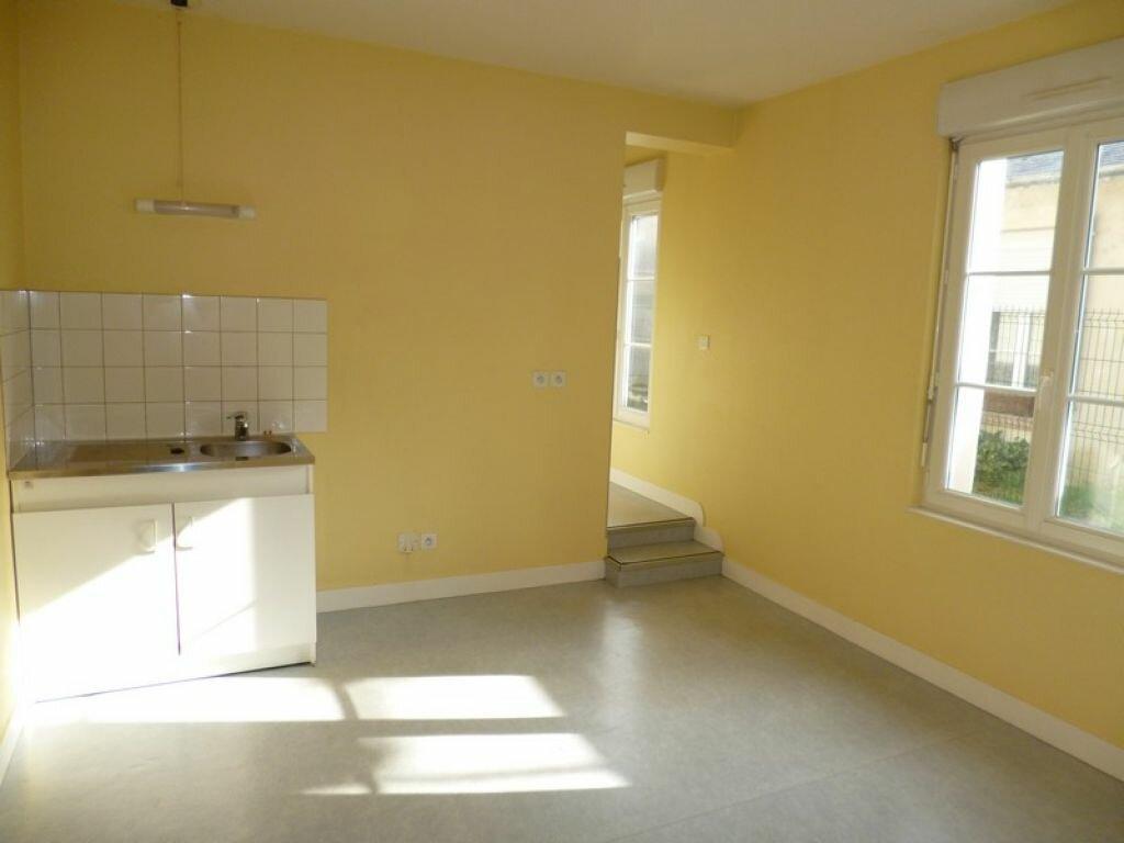 Appartement à louer 2 34m2 à Saint-Denis-de-l'Hôtel vignette-2