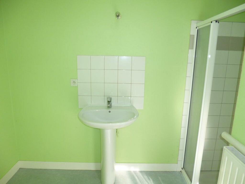 Appartement à louer 2 34m2 à Saint-Denis-de-l'Hôtel vignette-4