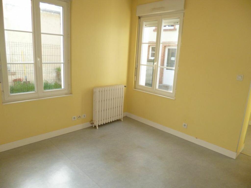 Appartement à louer 2 34m2 à Saint-Denis-de-l'Hôtel vignette-5