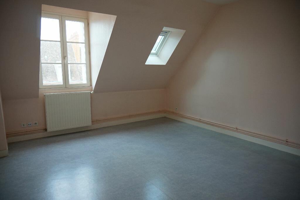 Appartement à louer 2 42m2 à Saint-Denis-de-l'Hôtel vignette-1