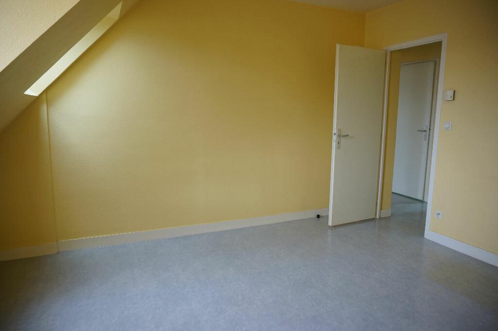 Appartement à louer 2 42m2 à Saint-Denis-de-l'Hôtel vignette-2