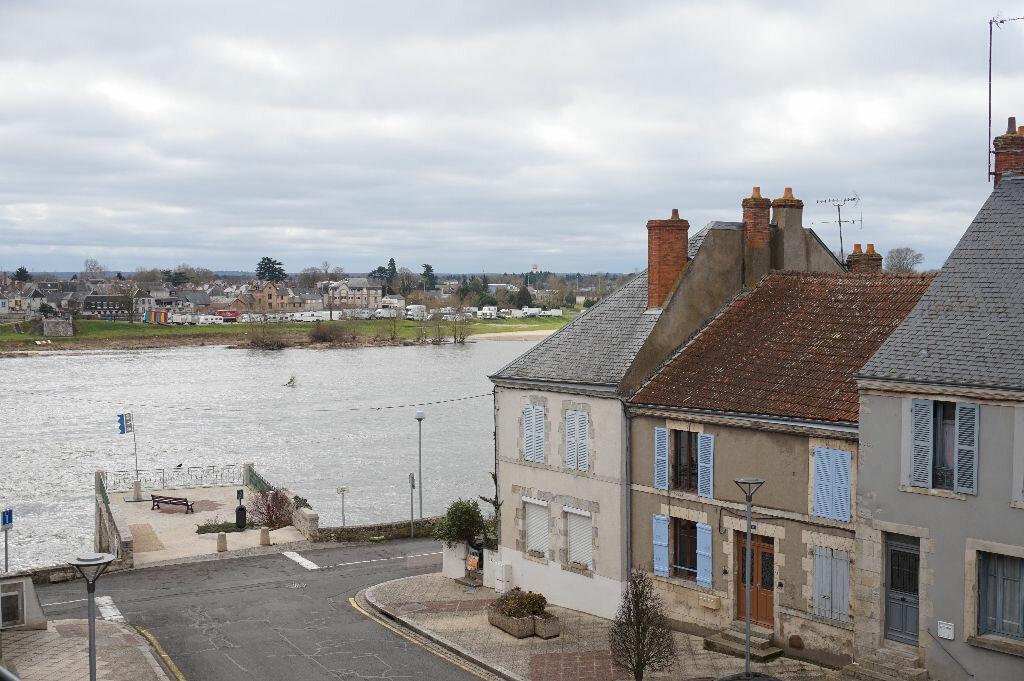 Appartement à louer 2 42m2 à Saint-Denis-de-l'Hôtel vignette-4