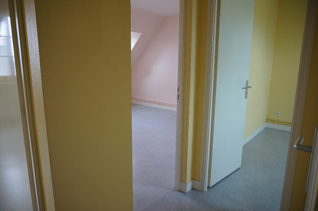 Appartement à louer 2 42m2 à Saint-Denis-de-l'Hôtel vignette-10