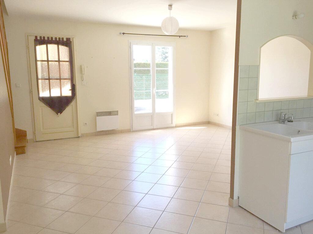 Maison à louer 3 62m2 à Les Bordes vignette-1