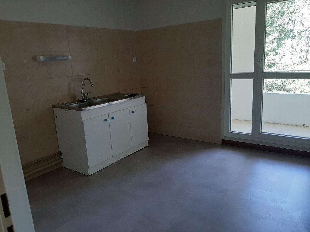 Appartement à louer 3 73m2 à Les Bordes vignette-2