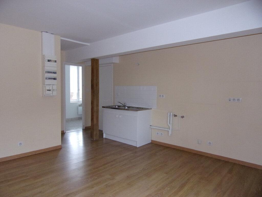 Appartement à louer 2 34m2 à Ladon vignette-1