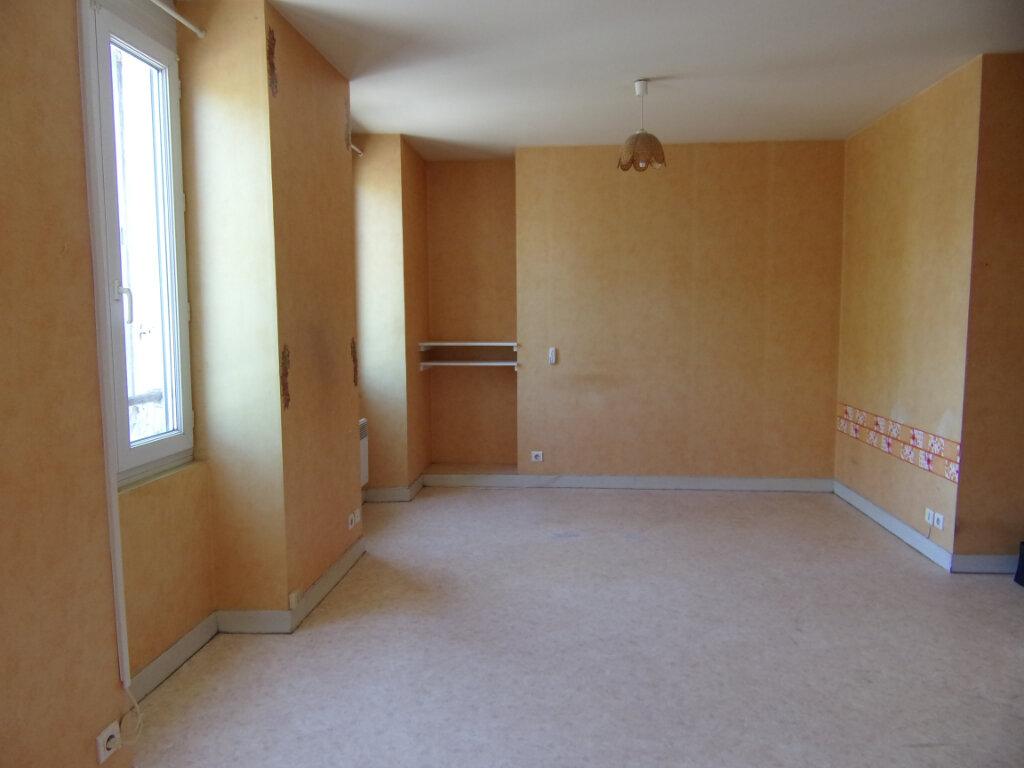 Appartement à louer 2 34m2 à Lorris vignette-1