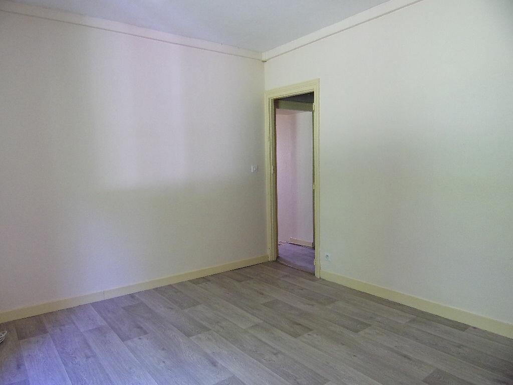 Maison à louer 4 66.88m2 à Coudroy vignette-4