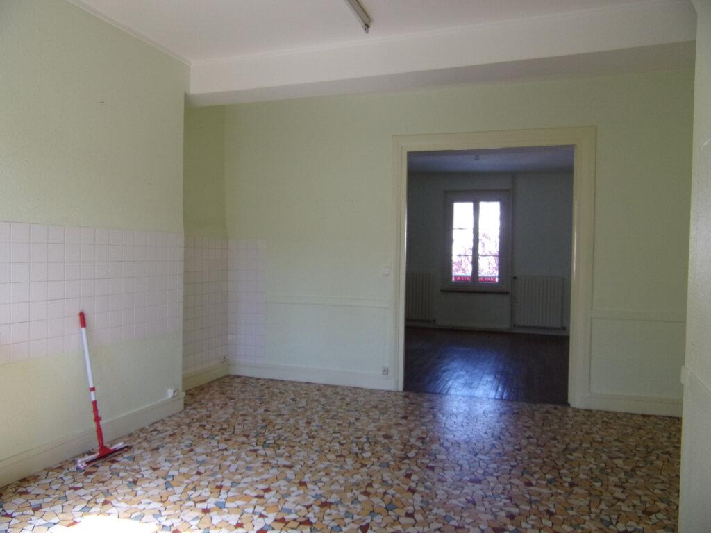 Maison à louer 4 111m2 à Châtillon-Coligny vignette-3