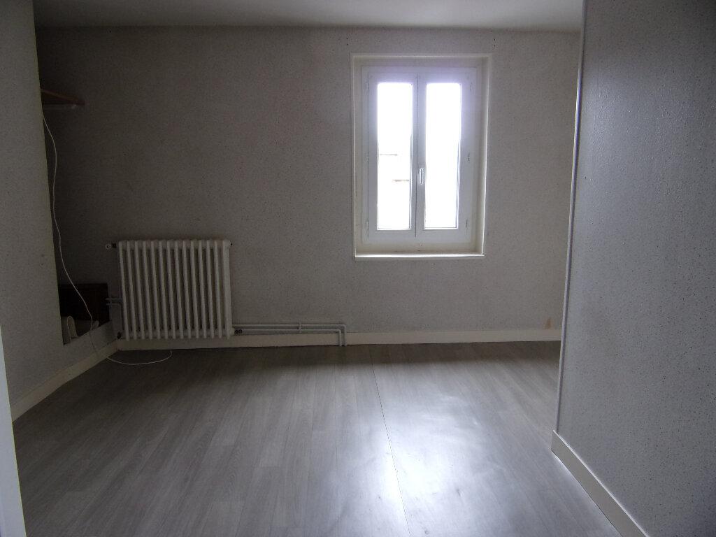 Maison à louer 4 111m2 à Châtillon-Coligny vignette-6