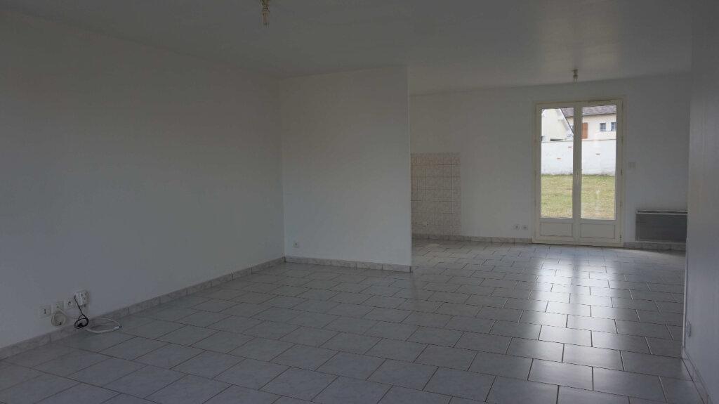 Maison à louer 5 84.7m2 à Bellegarde vignette-2