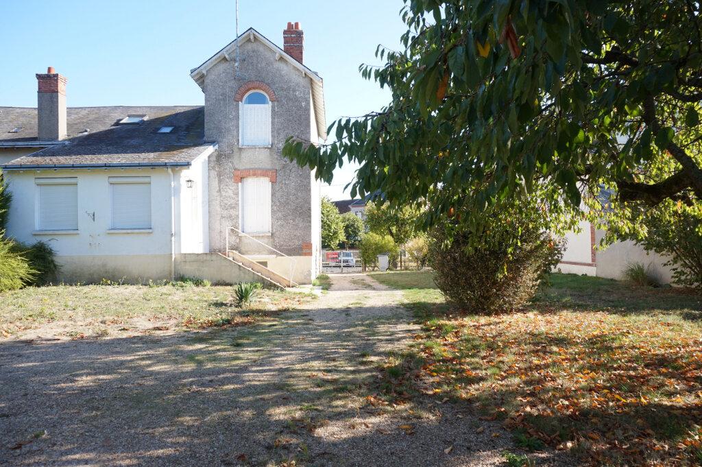 Maison à vendre 4 111m2 à Bellegarde vignette-1