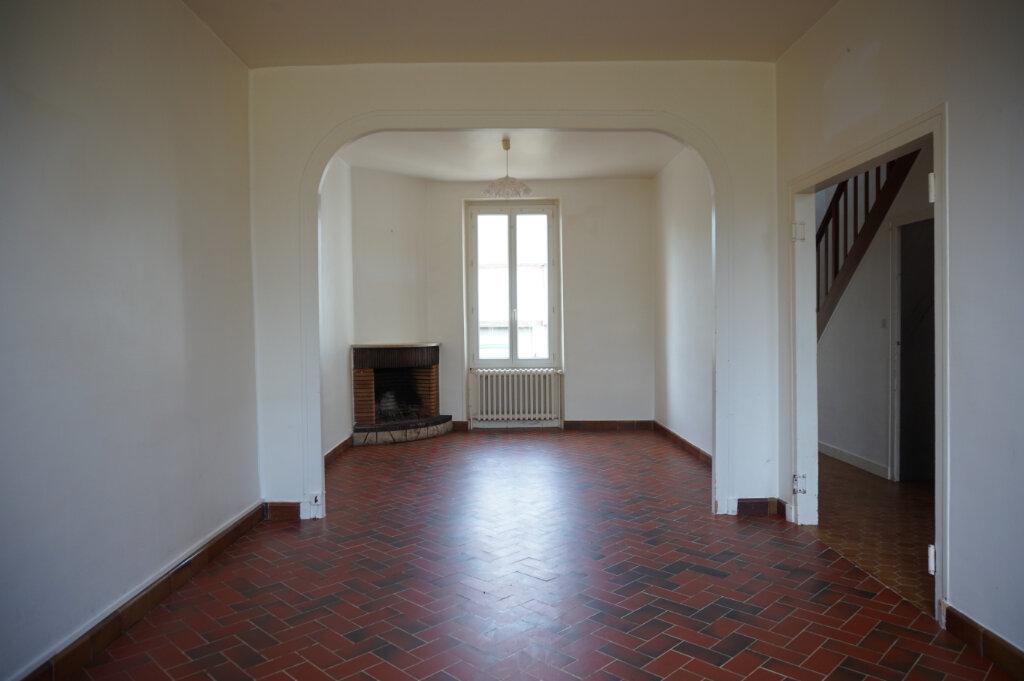 Maison à vendre 4 111m2 à Bellegarde vignette-2