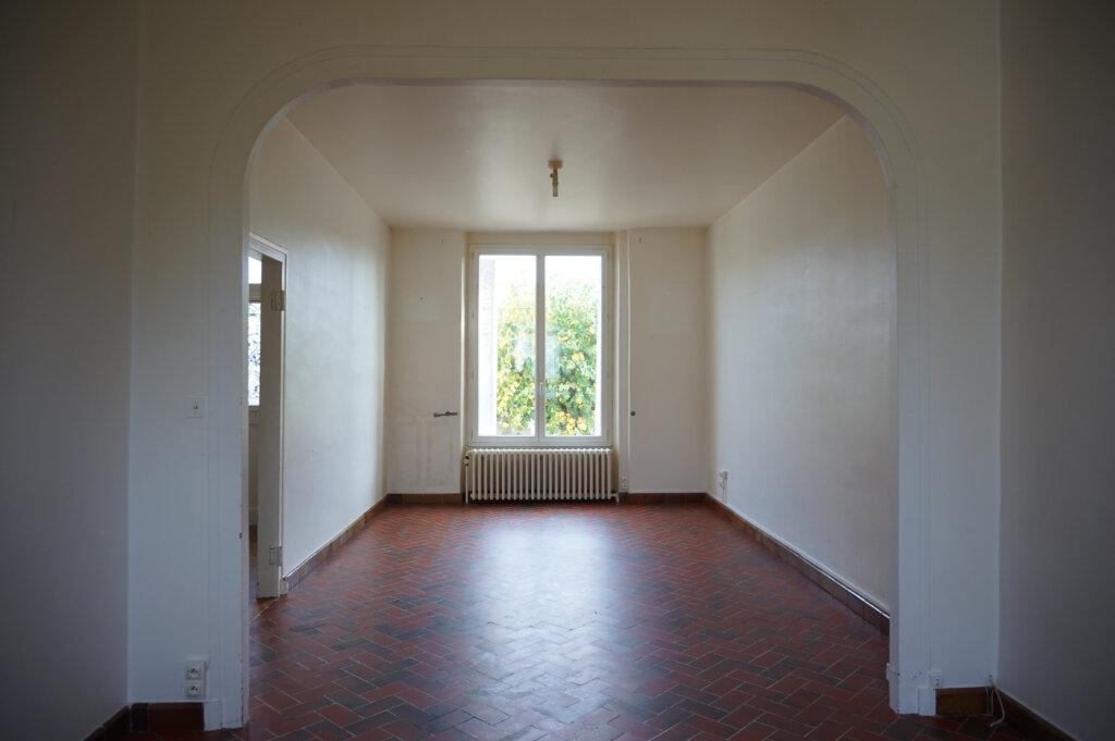 Maison à vendre 4 111m2 à Bellegarde vignette-3