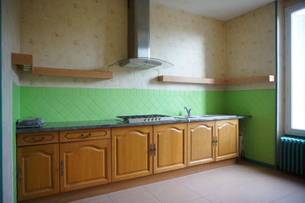 Maison à vendre 4 111m2 à Bellegarde vignette-4