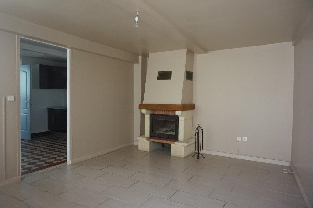 Maison à vendre 4 60m2 à Châtillon-Coligny vignette-2