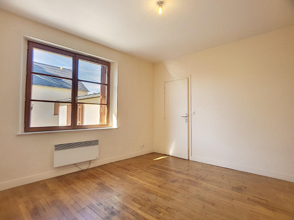 Appartement à louer 3 50.01m2 à Bellegarde vignette-2