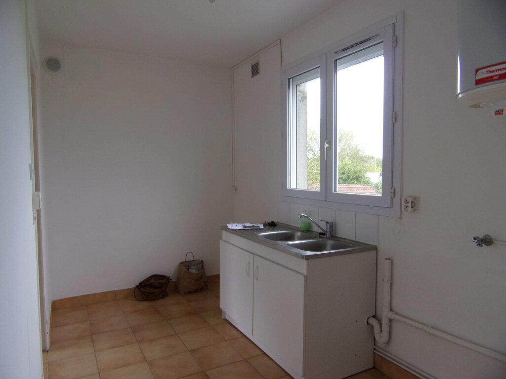 Appartement à louer 2 38.56m2 à Bellegarde vignette-2