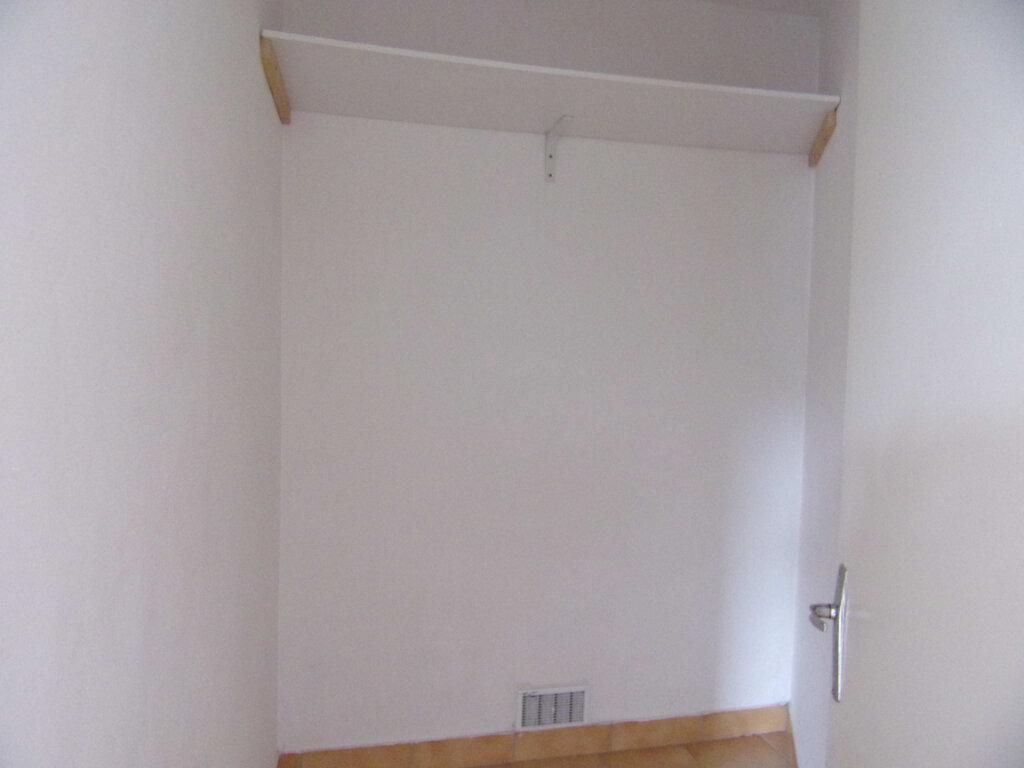 Appartement à louer 2 38.56m2 à Bellegarde vignette-4