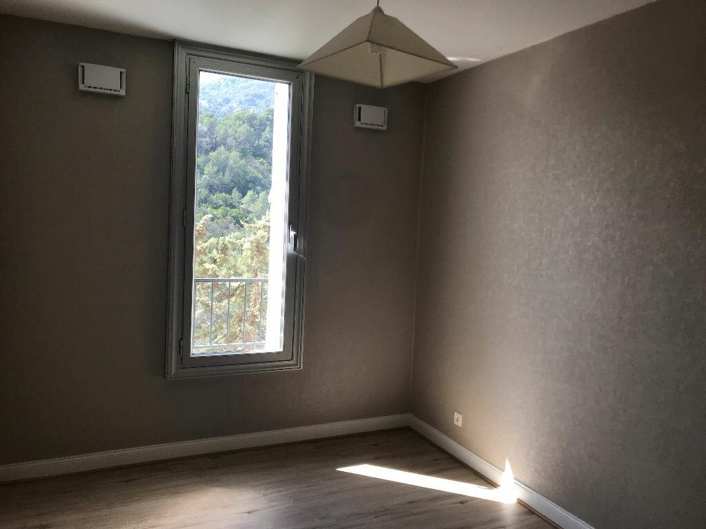 Appartement à louer 3 66.4m2 à Carros vignette-4