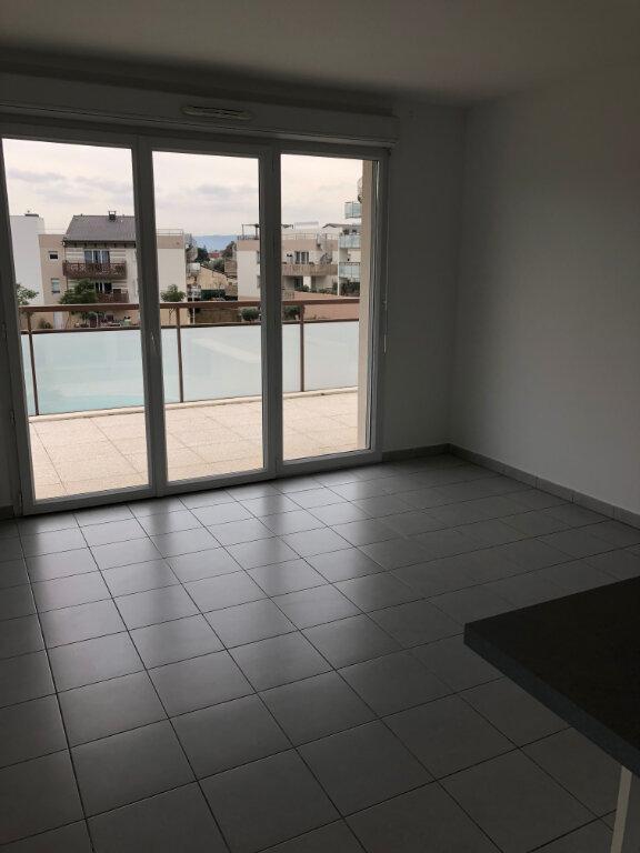 Appartement à louer 3 60.43m2 à Carros vignette-4