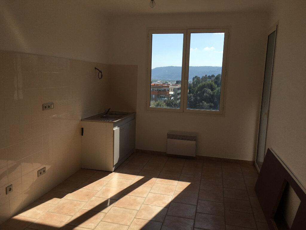 Appartement à louer 3 75.98m2 à Carros vignette-2