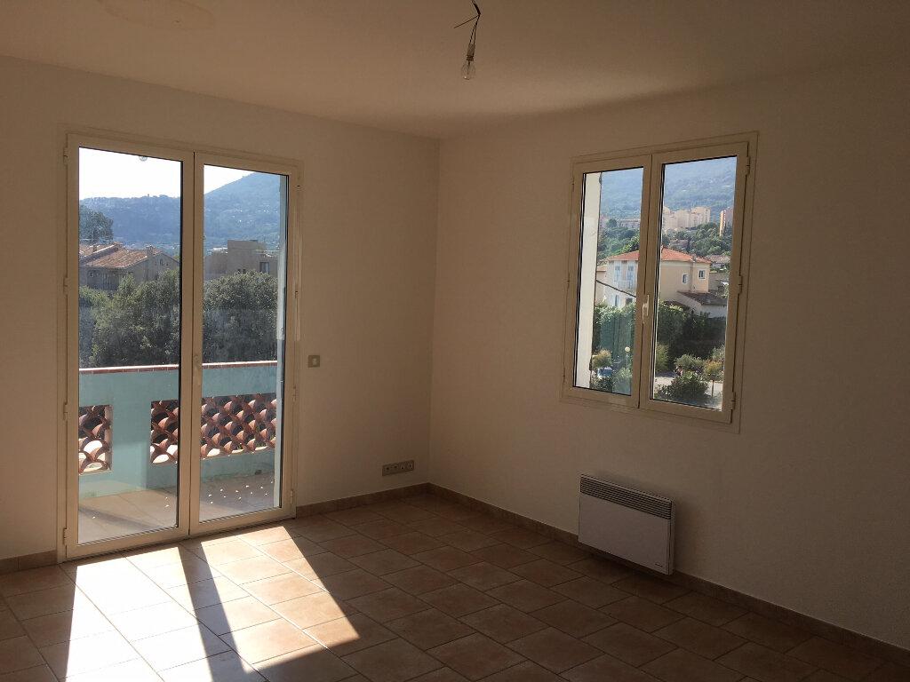 Appartement à louer 3 75.98m2 à Carros vignette-3