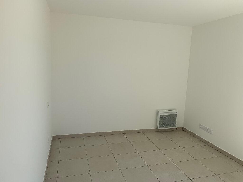 Appartement à louer 3 55.1m2 à Carros vignette-10