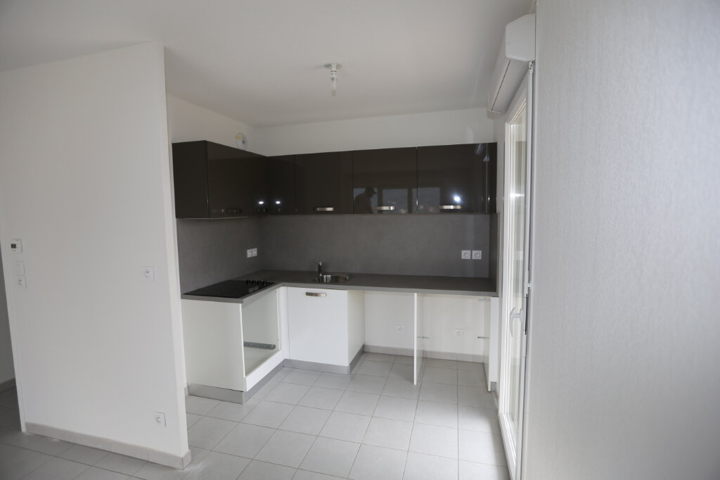 Appartement à louer 2 44.29m2 à Carros vignette-1