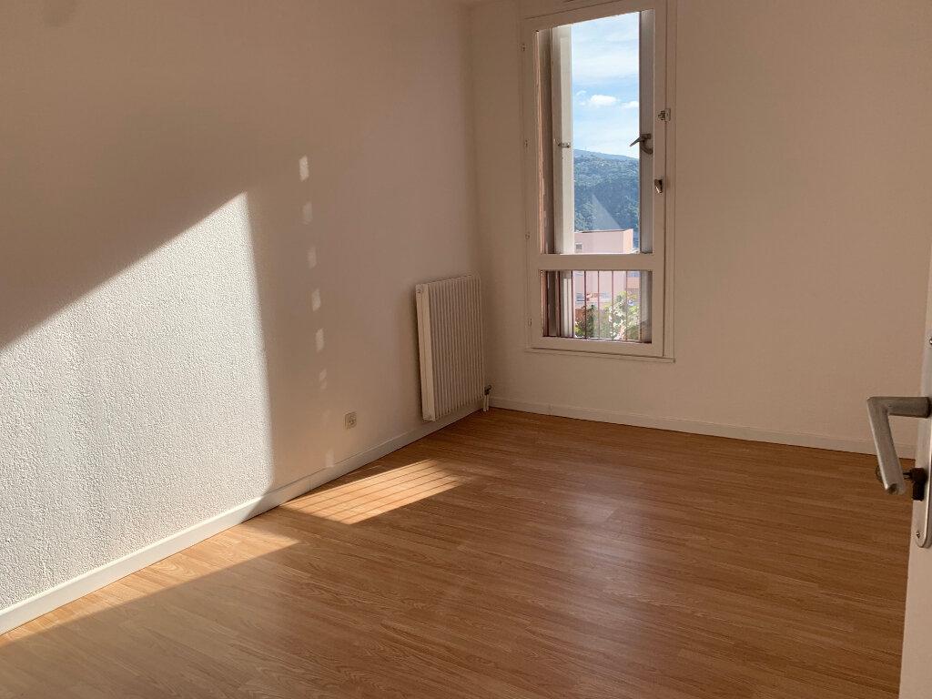 Appartement à louer 5 96m2 à Carros vignette-5