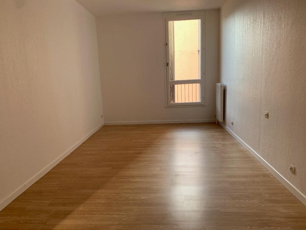 Appartement à louer 5 96m2 à Carros vignette-7