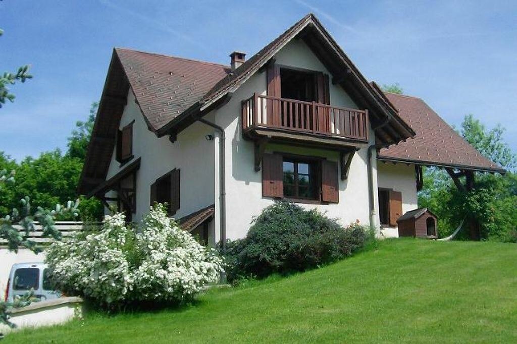 Maison à louer 5 130m2 à Saint-Christophe-sur-Guiers vignette-1