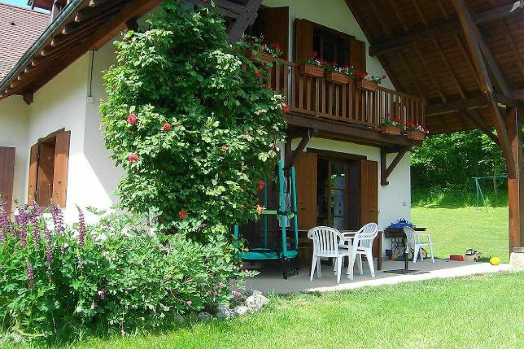 Maison à louer 5 130m2 à Saint-Christophe-sur-Guiers vignette-2