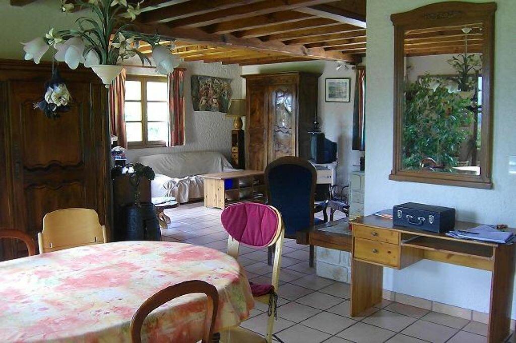 Maison à louer 5 130m2 à Saint-Christophe-sur-Guiers vignette-4
