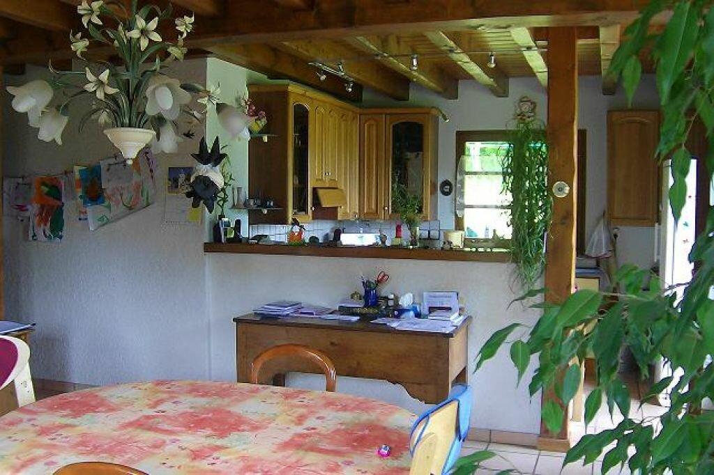 Maison à louer 5 130m2 à Saint-Christophe-sur-Guiers vignette-5