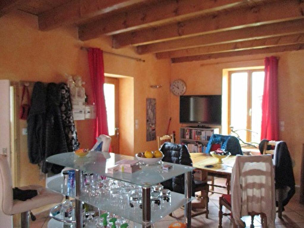 Maison à louer 3 60m2 à Saint-Christophe-sur-Guiers vignette-2