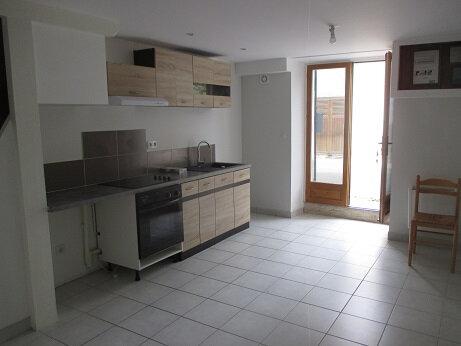 Appartement à louer 3 54m2 à Entre-deux-Guiers vignette-1