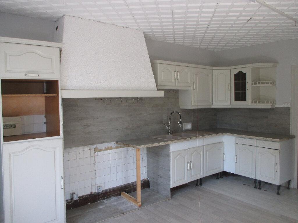 Maison à louer 3 87.99m2 à Entre-deux-Guiers vignette-2