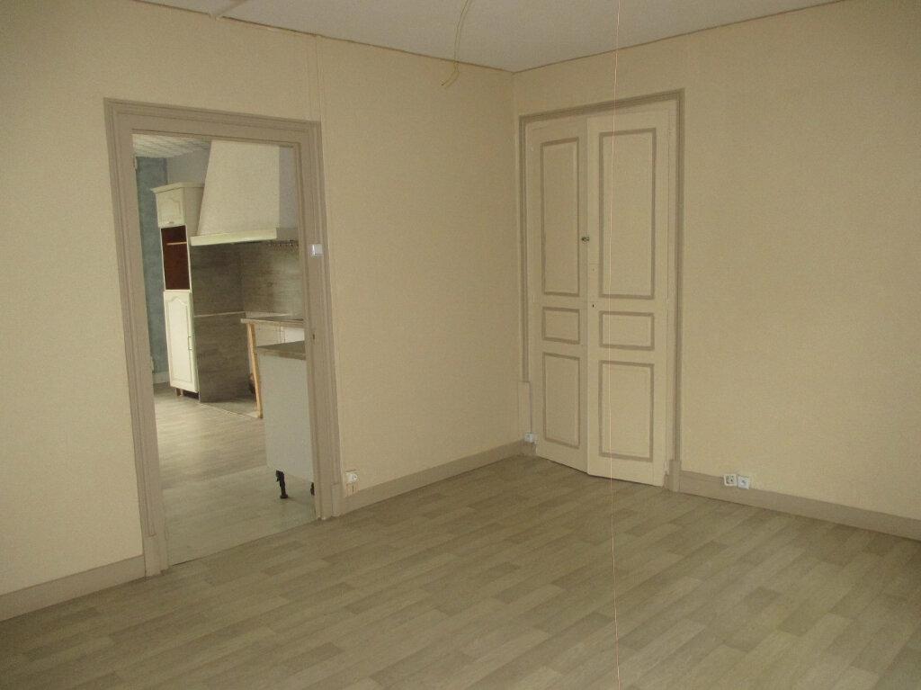 Maison à louer 3 87.99m2 à Entre-deux-Guiers vignette-3
