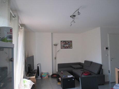 Appartement à louer 4 75m2 à Saint-Étienne-de-Crossey vignette-2