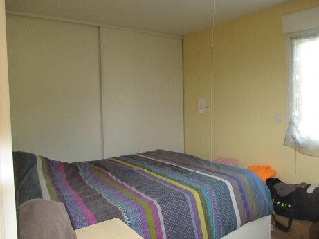 Appartement à louer 4 75m2 à Saint-Étienne-de-Crossey vignette-3