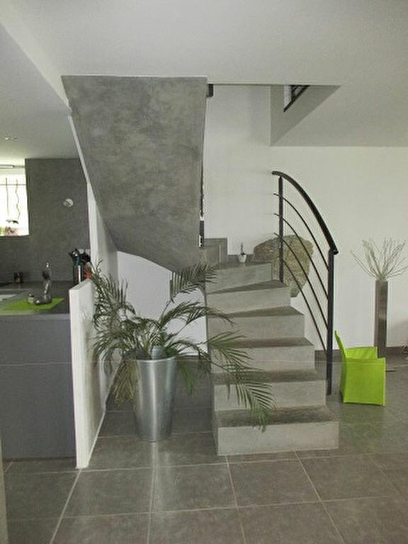 Maison à louer 4 119.58m2 à Saint-Aupre vignette-2