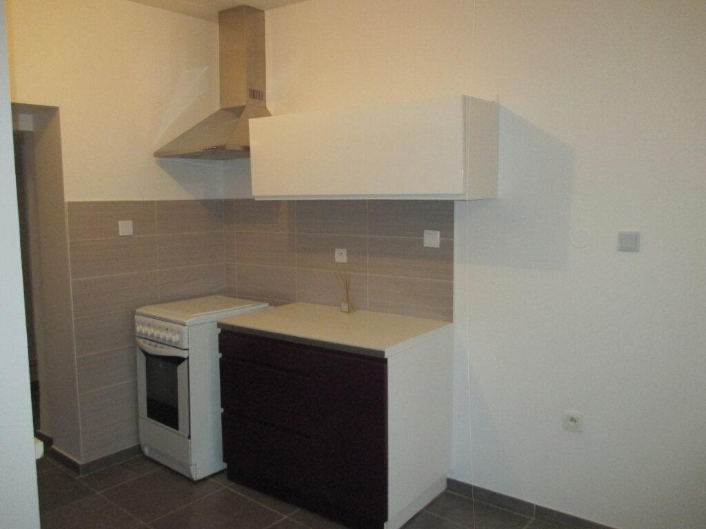 Appartement à louer 1 37.5m2 à Saint-Laurent-du-Pont vignette-2
